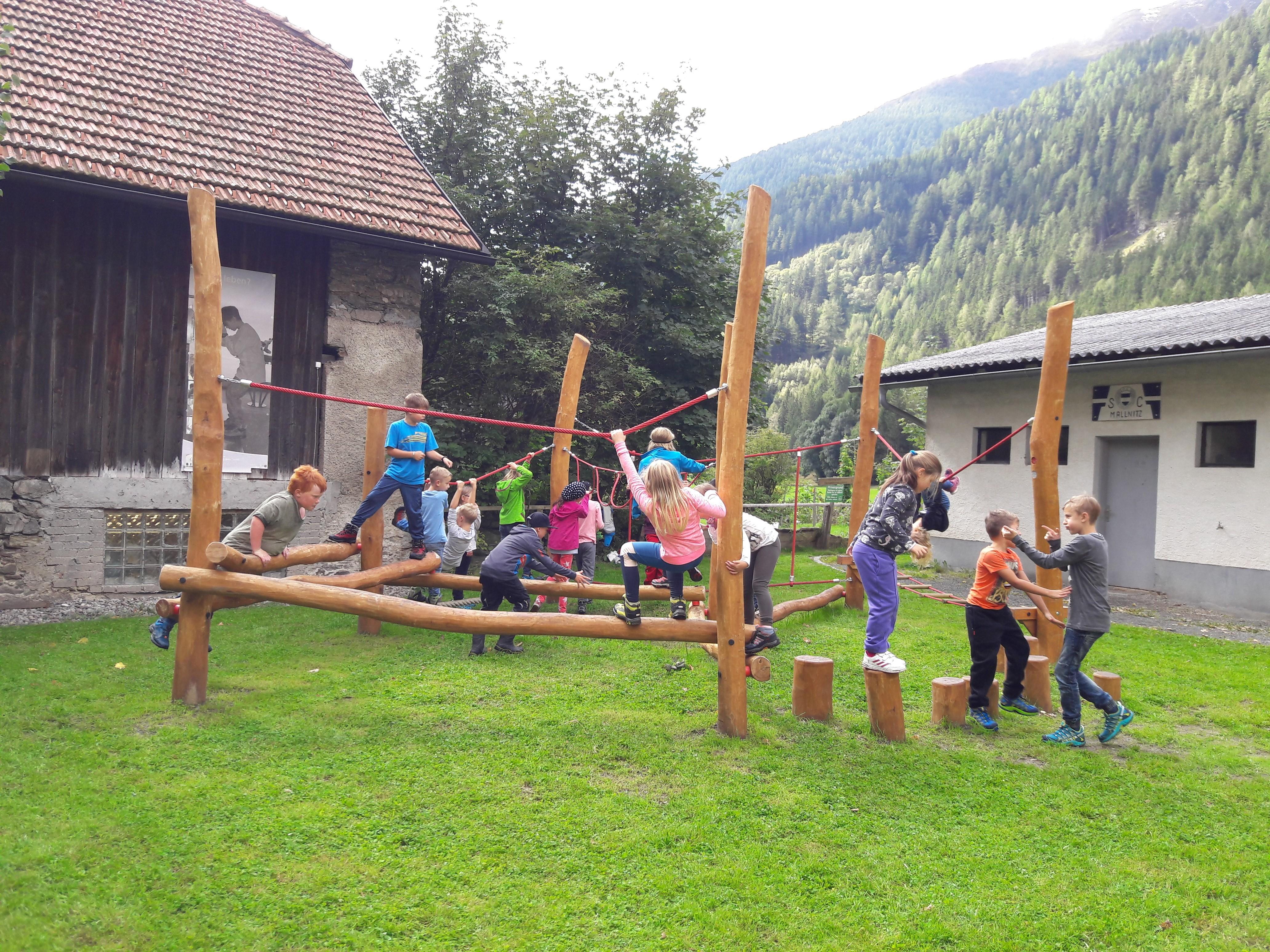 Klettergerüst Schulhof : Das neue klettergerüst im schulhof gemeinde mallnitz